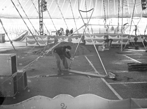 montage du cirque Jean Richard en 1981 ( archives Francesco Brunaud)