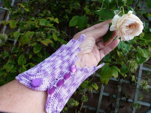 Bracelet-manchette en feuilles au crochet