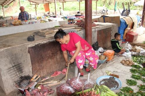 Sur le marché de Pakbeng