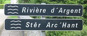Bilingual river sign Huelgoat.jpg