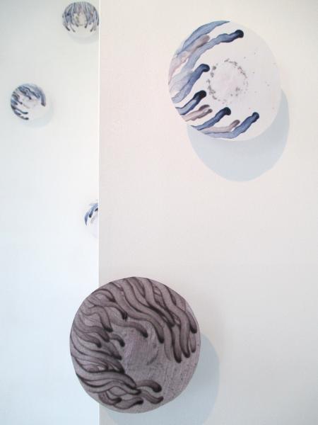 3-détail installation mobile et sonore-galerie la plage-papier de soie-graines de pavot et de nigelle de damas-véronique grandjacques-2014