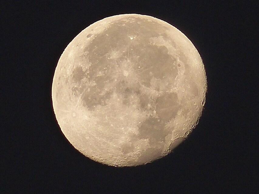Grosse lune ronde