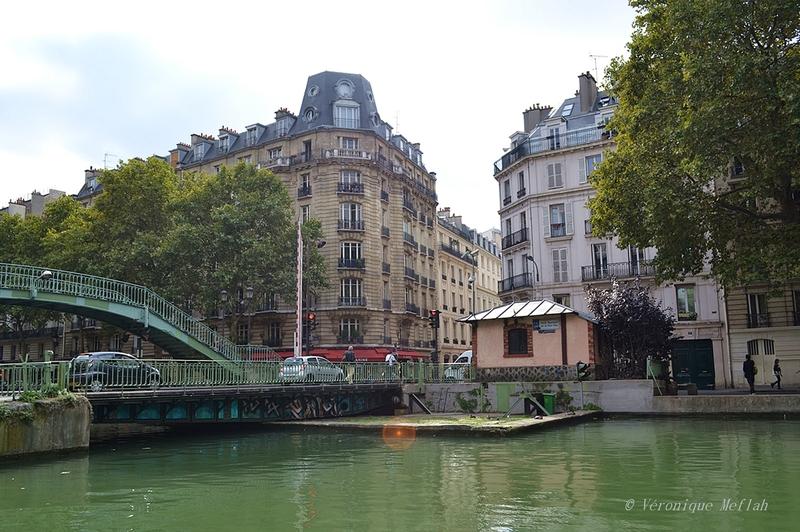 Canal Saint-Martin : L'écluse et le Pont Tournant de la Grange aux Belles