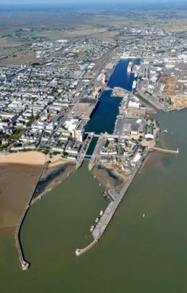 Jetée Ouest Port de St Nazaire