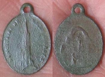 Médaille religieuse du sanctuaire de notre dame de lourdes  avers. revers