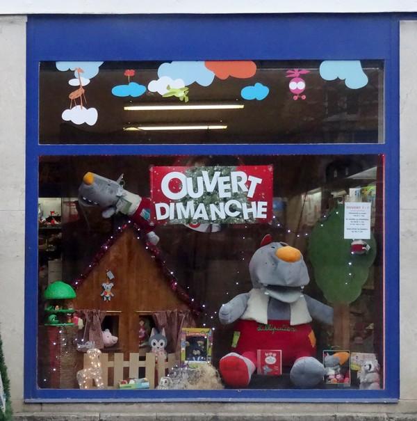 Vitrines de fêtes, de jour, à Châtillon sur Seine...