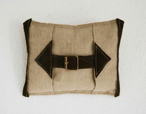 Boucle cuir (16x20 cm) 2011 lgt