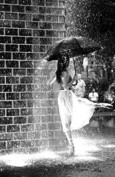 10 - Chantons, dansons sous la pluie