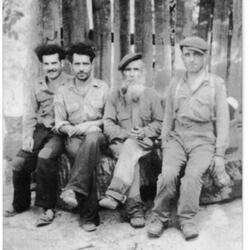 Antoine, Papa,Petru Ghjuvanu,(mon grand père) et Jean Toussaint (mes oncles)