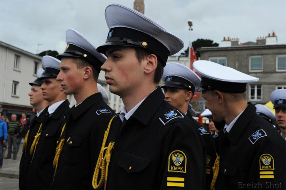 La marine russe aux Tonnerres de Brest -Le passage en revue des troupes, l'alignement est parfait