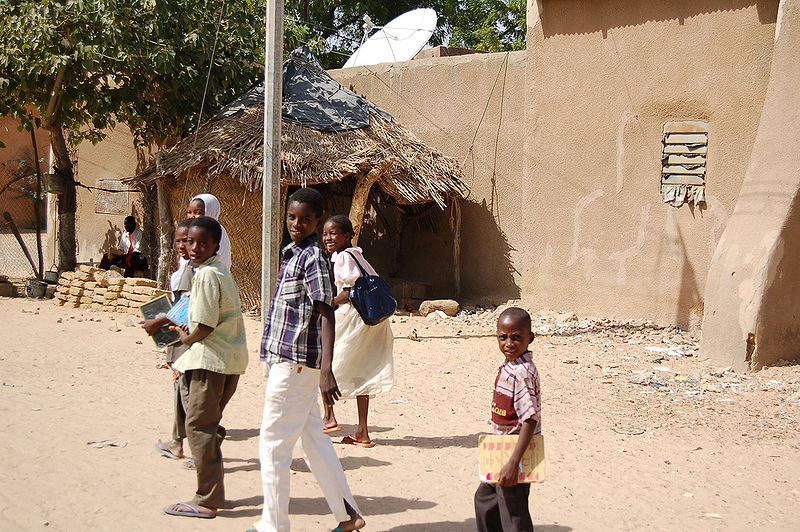 800px-Diffa school children 2006 002