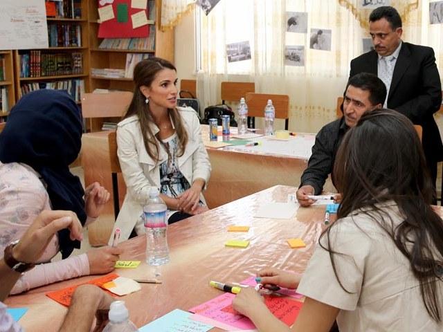 Rania aux écoles