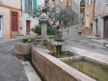 La fontaine Saint-Jean et son lavoir