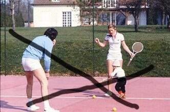 Mars 1977 : Tennis à la maison