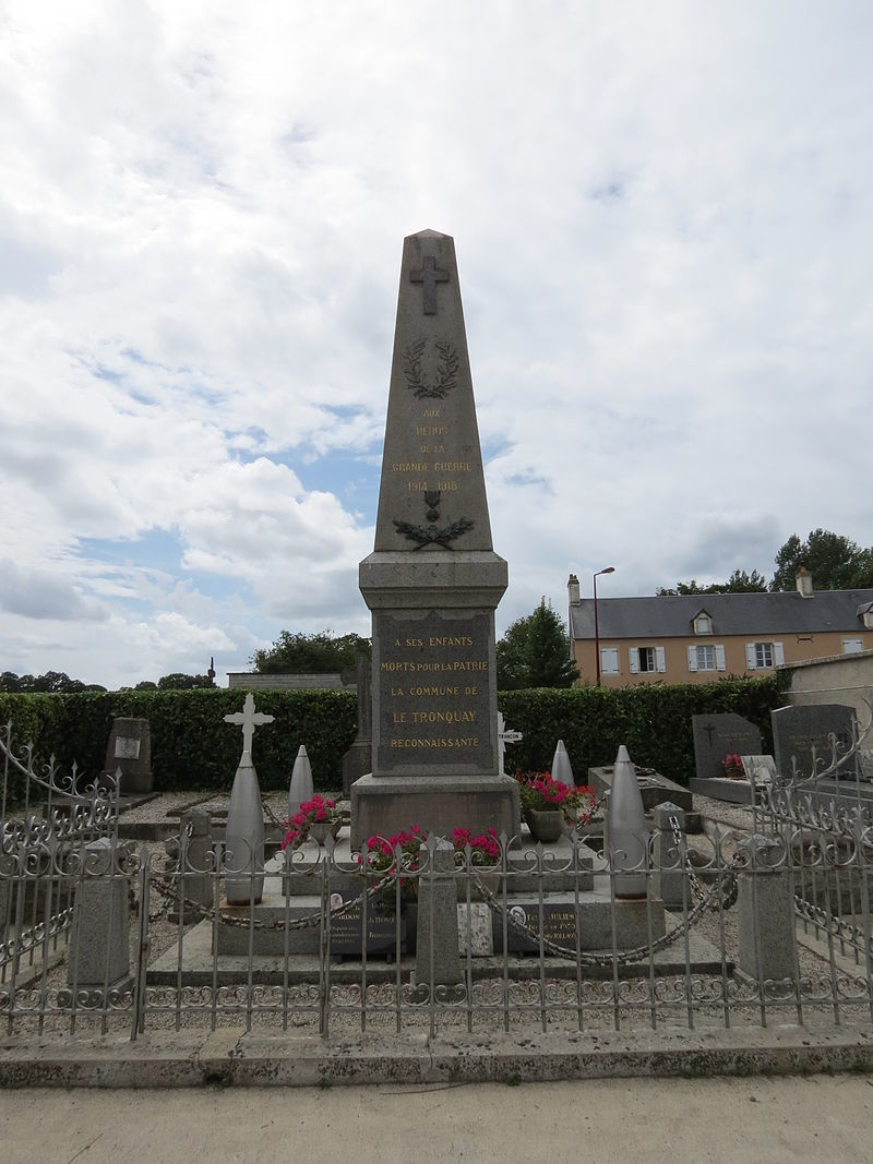 Monument aux morts Le Tronquay.JPG