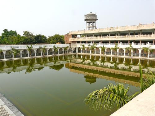 le bassin des ablutions du temple sikh