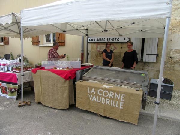 Chemin d'Aisey a proposé un agréable marché artisanal aux habitants du Châtillonnais