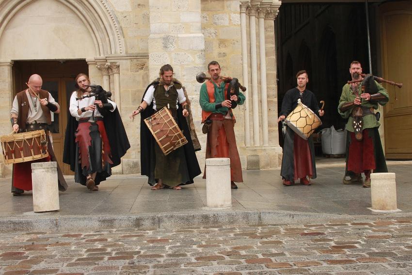 les troubadours sont dans la rue