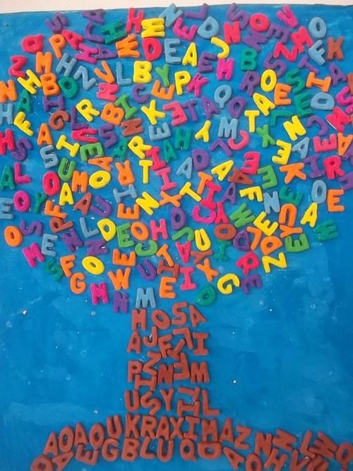 Les feuilles et l'arbre aux lettres