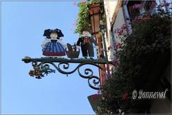 Enseigne de magasin Eguisheim Haut-Rhin Alsace