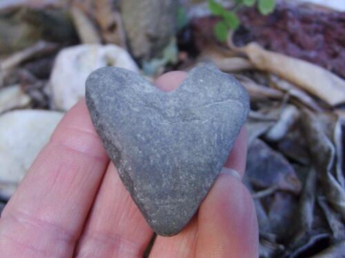 galet en forme de coeur trouvé sur la cascade de Saint Laurent le Minier dans le Gard