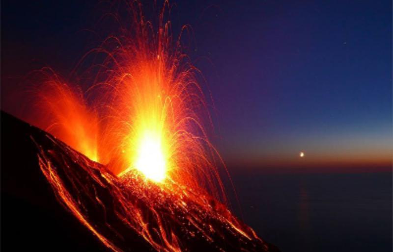 Le Stromboli en erruption