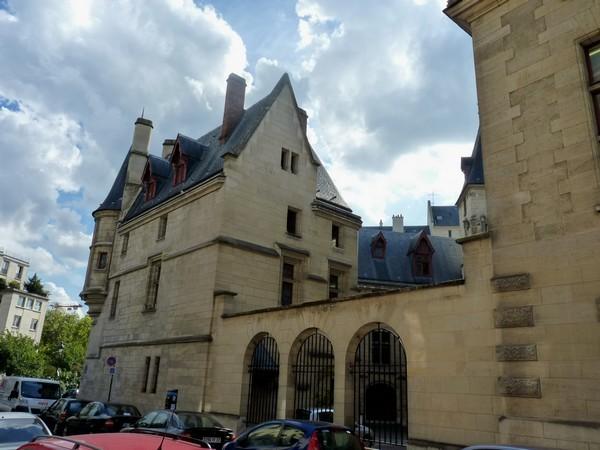 46 - Hôtel de Sens