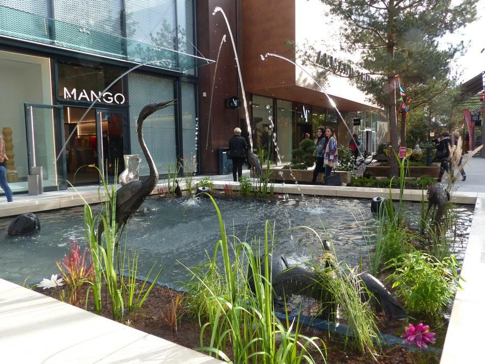 Shopping Promenade (2)