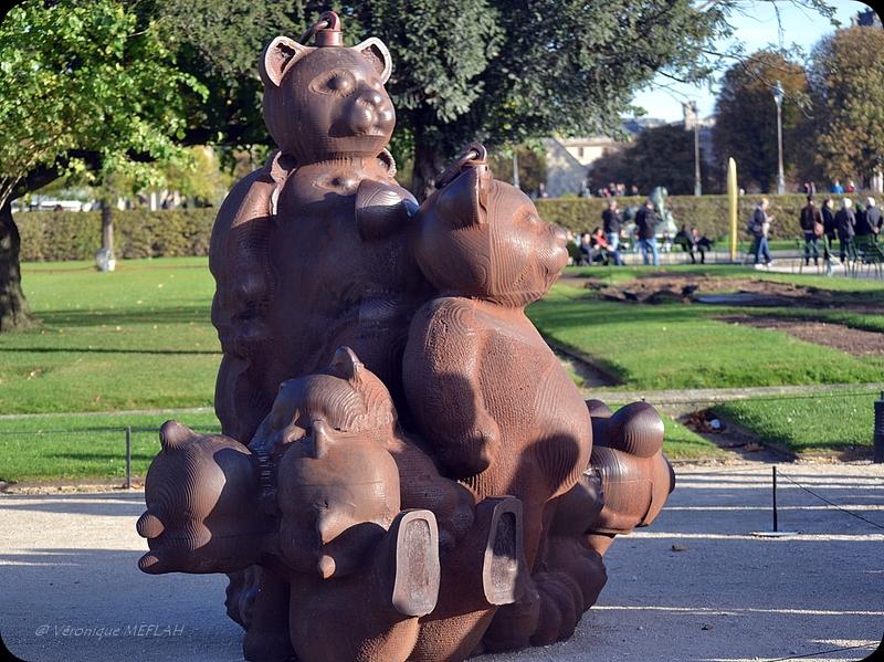 """Jardin des Tuileries : FIAC 2017 : """"Famille Ursini"""" de Erik Dietman (1999)"""