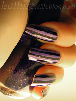nail art rayé violet