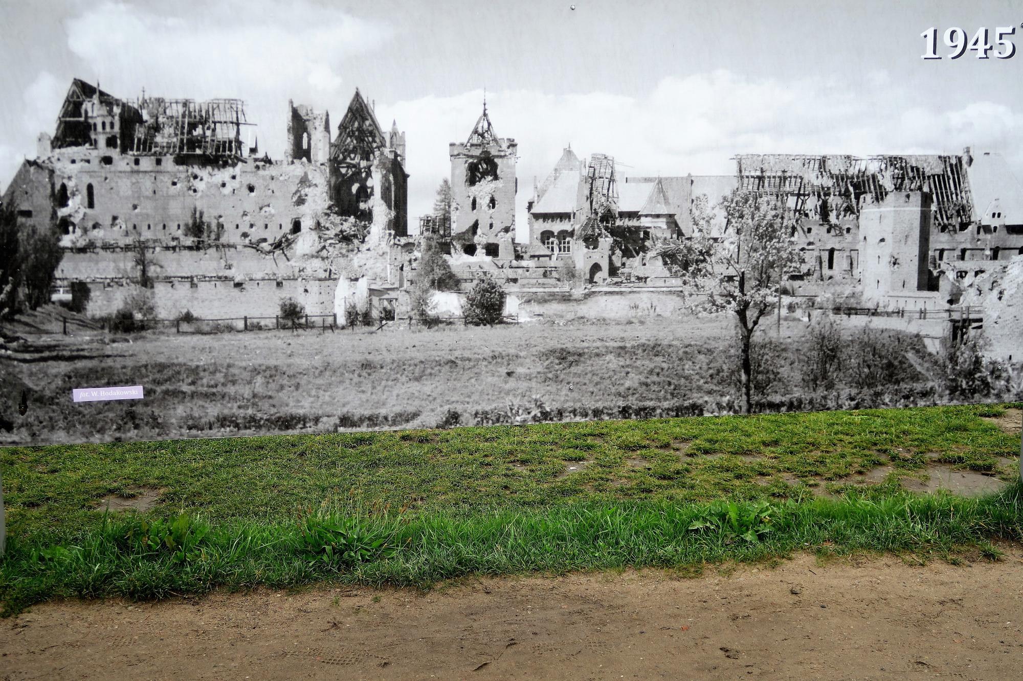 MALBORK : le château (1) Le château en 1945