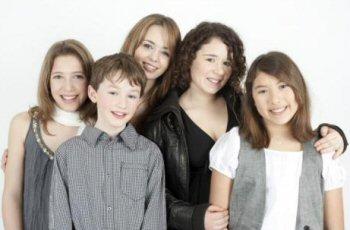 LES VOIX DE DAIA - Ma Famille.   Classique en chanson