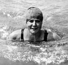 Gertrude Ederle dans l'eau