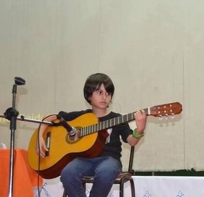 A 9 ans, Moumouh interprète les chansons d'Ali Amrane