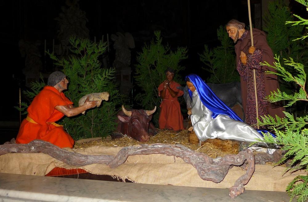 La crèche d'avant-Noël à l'église Notre-Dame...