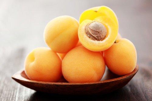 Noyaux-d'abricot-500x334