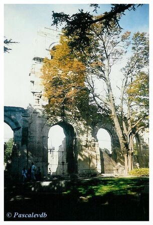 Arles___le_th_atre_antique