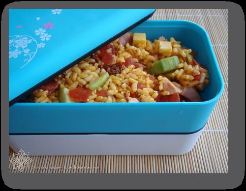 Salade de riz à la tomate et au curcuma
