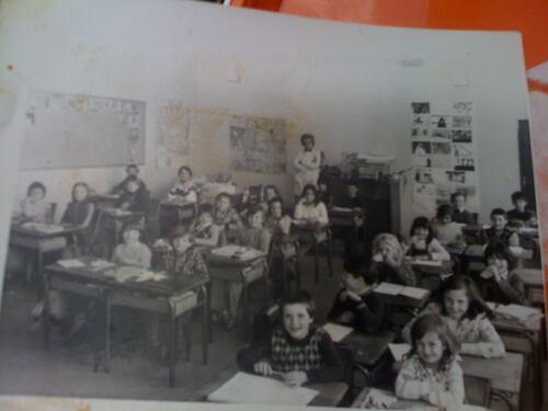 Souvenirs d'école.  Page réalisée grâce aux anciens élèves de l'école d'Hénonville