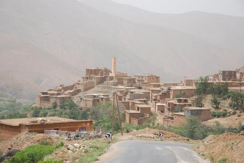 Les maisons basse se pressent autour de la mosquée