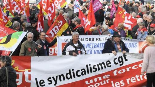 Rassemblés pour défendre leur pouvoir d'achat, 500 retraités rassemblés ce jeudi matin à Quimper.