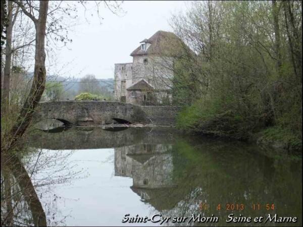 21-04-2013-11-54-Saint-Cyr-sur-Morin4--Copier-.JPG
