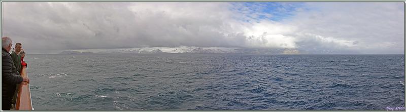 Panorama avec un coin de ciel bleu à droite, mais le très sale temps n'est pas très loin, à gauche, où nous nous dirigeons :-(( - Géorgie du Sud