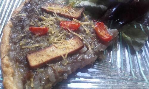 Tarte oignons à la provençale (un peu façon pissaladière^^) {Vegan}