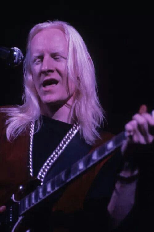 "Johnny Winter : CD "" Live At The Woodstock Festival , August  17 , 1969 "" Columbia Legacy Records 88697 48244 2 [ US ]"