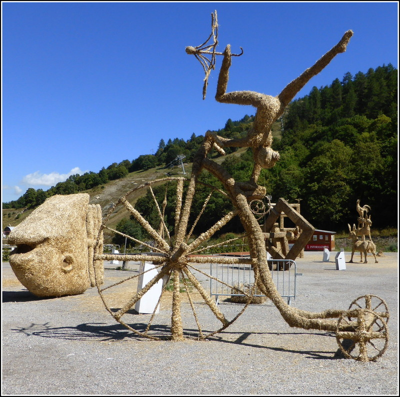 Balade à Valloire...les sculptures de paille.