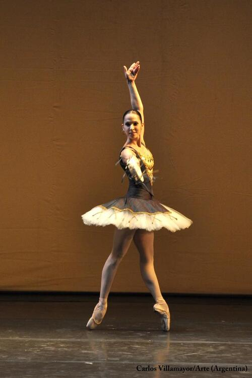 08/11/2011 - Ana Sophia Scheller