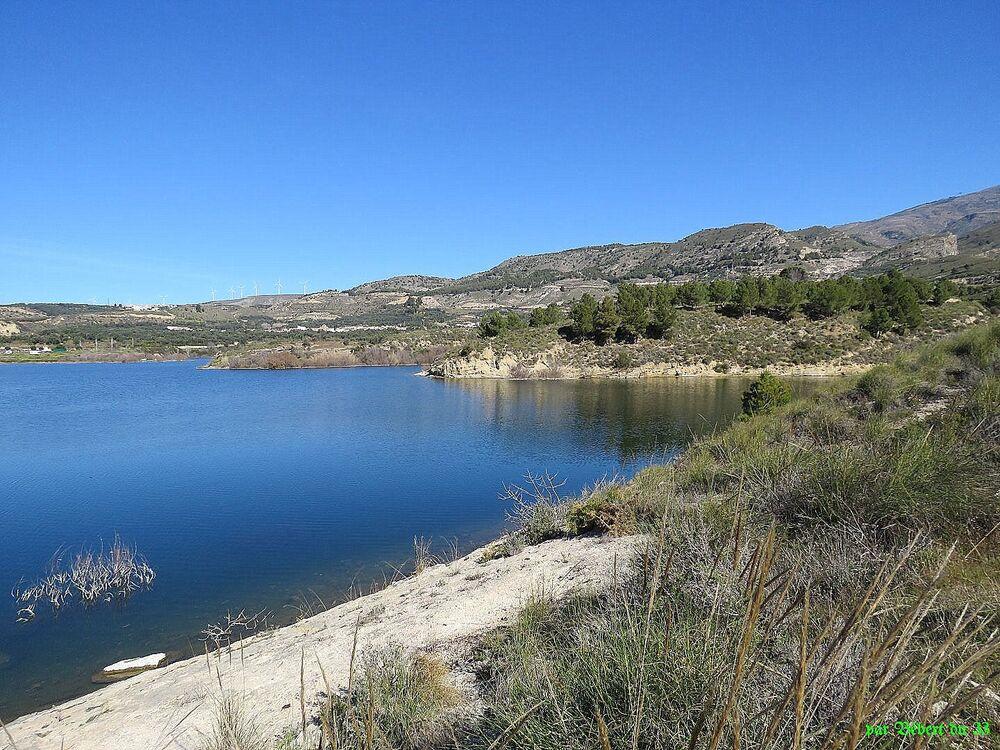 le lac de Beznar en Espagne