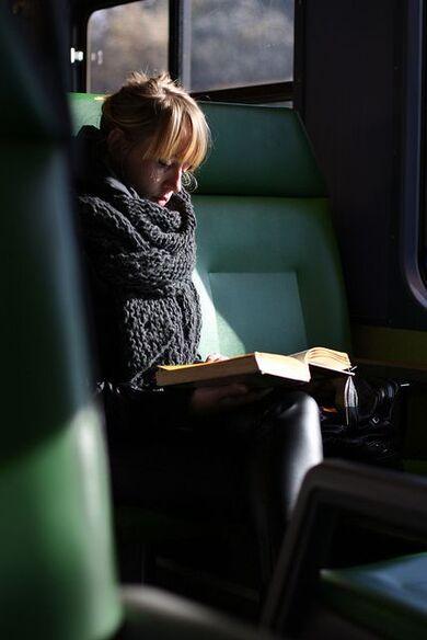 4- Femmes lisant- photographies couleur