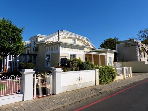 Stellenbosch; charmante cité huguenote;